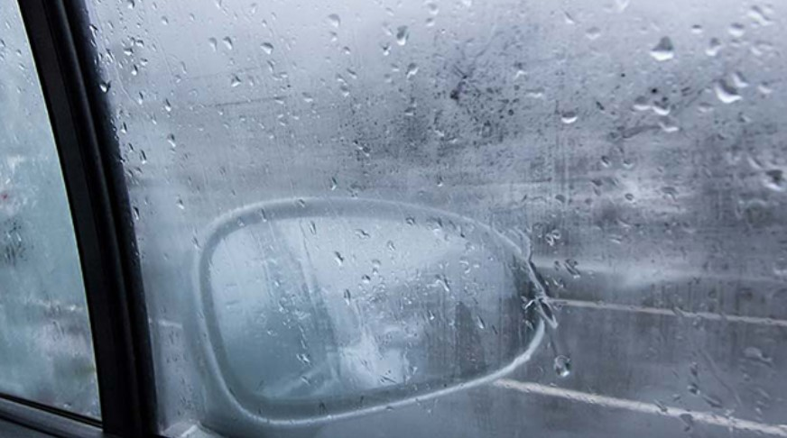 Moisture and condensation in cars and on windshields